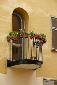 حفاظ پنجره با جای گلدان